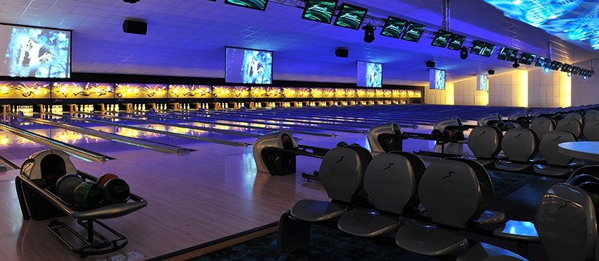 Bowling Alley With Seating Arrangement - Inco